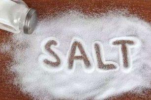 食盐太多可能伤大脑、升血压、诱发炎症